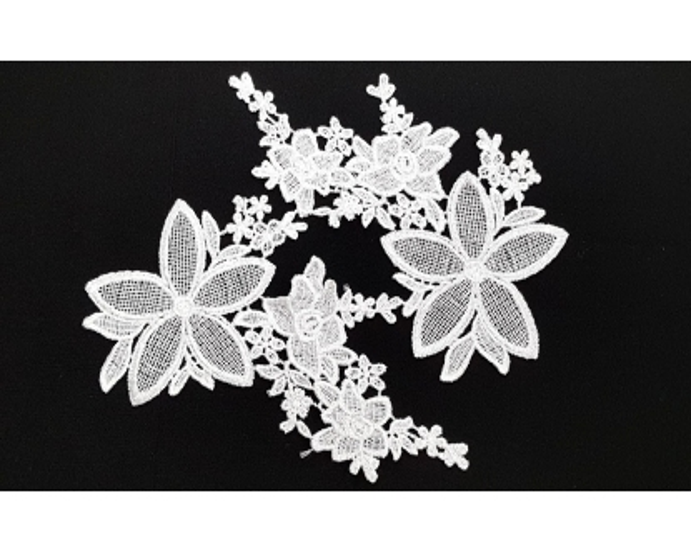 Prisiuvama aplikacija Baltos gėlės