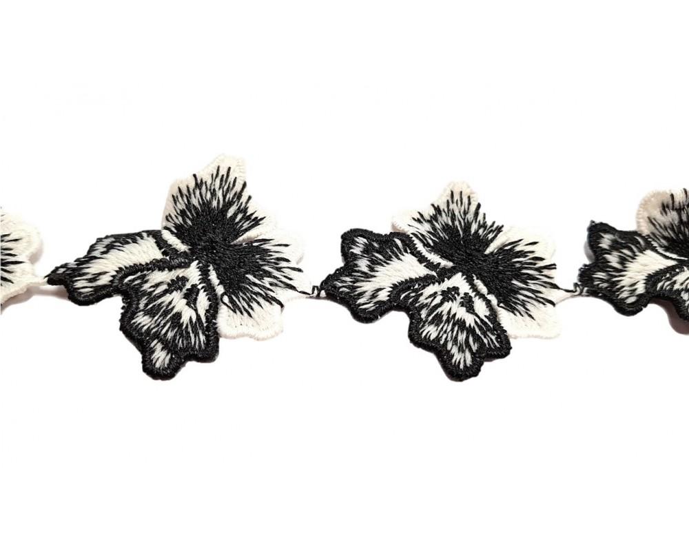Dekoratyvinė juostelė Juodai Baltos gėlės 45mm.