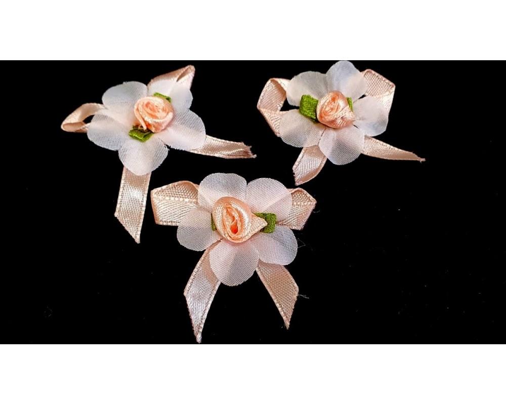 Atlasinės rožytės su kaspinėliu 30x40mm
